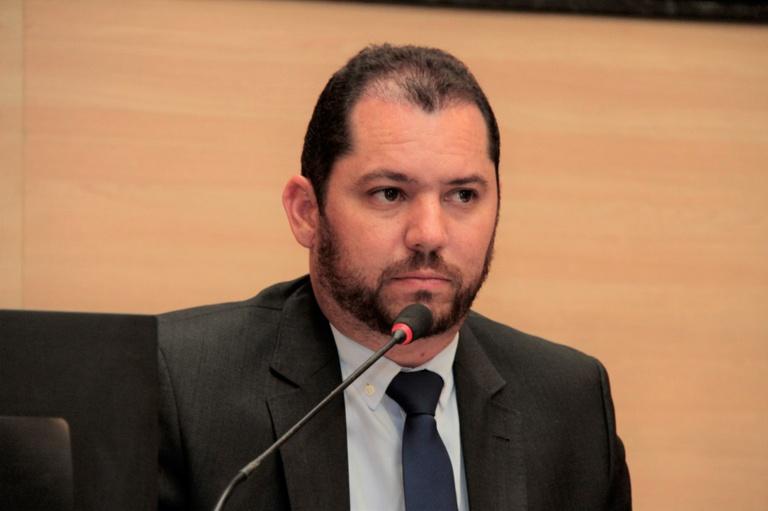 Romerinho Jatobá propõe proibição de conferência de mercadorias após o pagamento