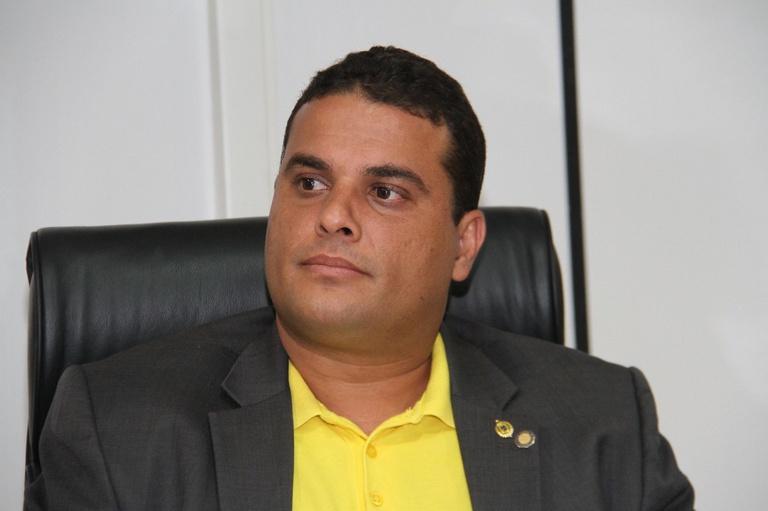 Davi Muniz homenageia líder comunitário