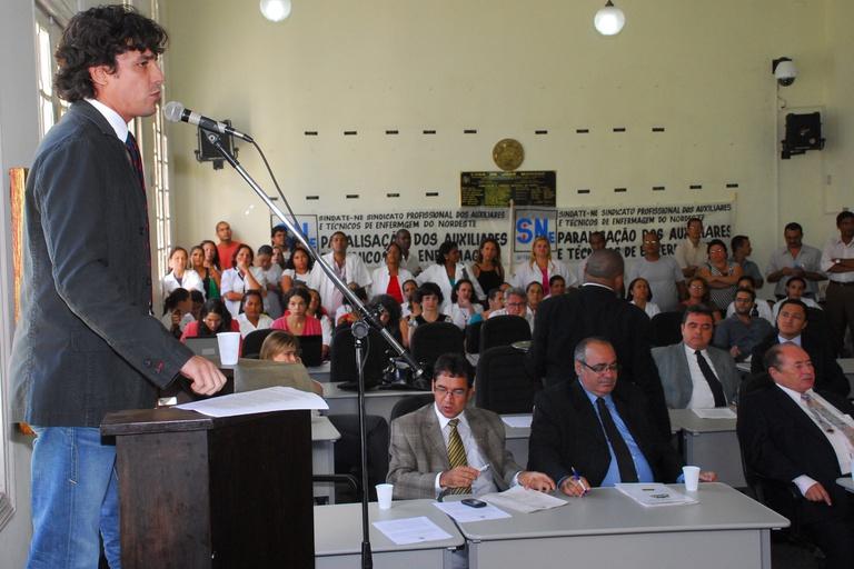 Oposição cobra da Prefeitura negociação com servidores da Saúde